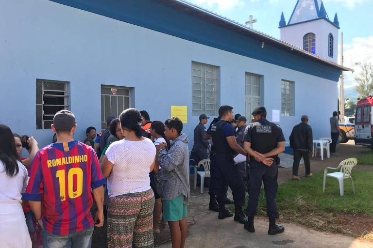 Moradores de cidades de MG deixam suas casas sob risco de rompimento de barragem