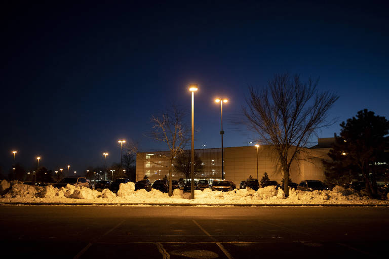 O estacionamento de hospital em Minneapolis onde o veterano Justin Miller, 33, se suicidou