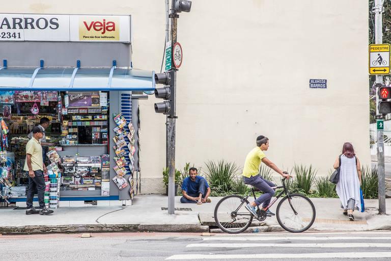 Moradores de rua em bairros nobres de SP