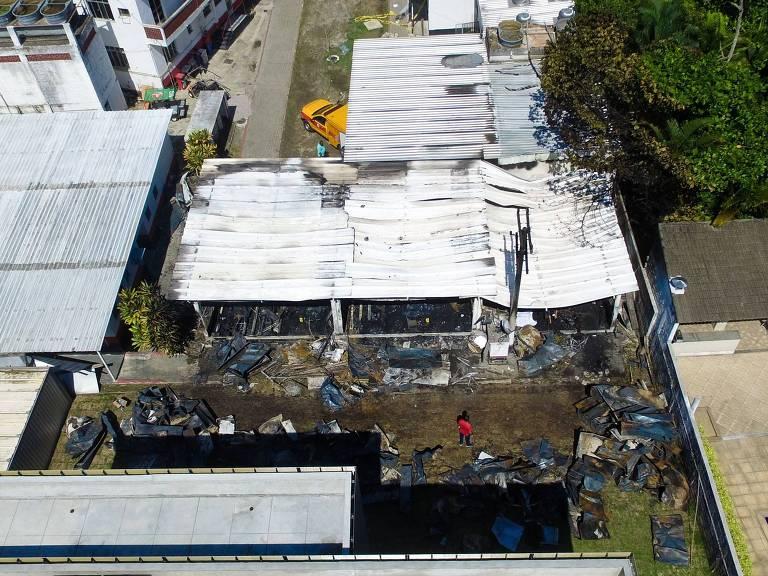 Imagem aérea do CT do Flamengo, onde incêndio deixou dez jovens mortos na sexta-feira (8)