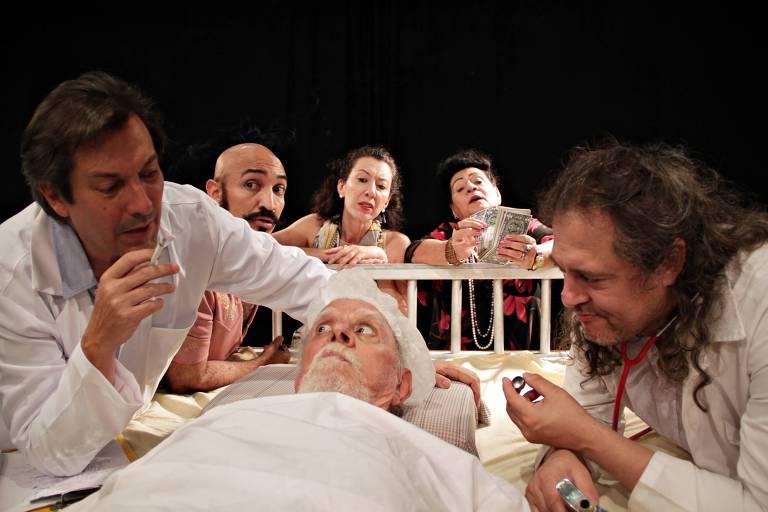 Cena da peça 'Na Cama com Molière', que estreia neste sábado no Teatro Commune