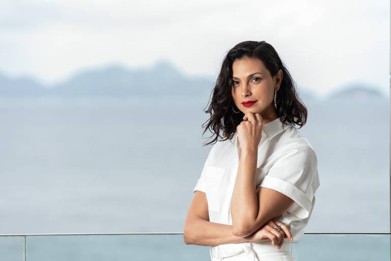 A atriz Morena Baccarin em entrevista para a coluna Mônica Bergamo