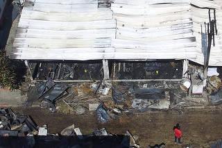 Incêndio deixa mortos e feridos no Centro de Treinamento do Flamengo no Rio.