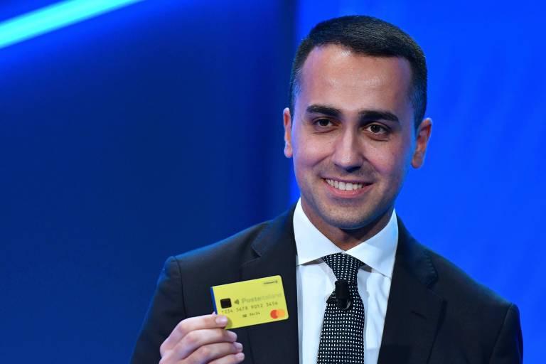 """O vice-premiê da Itália, Luigi Di Maio, que se reuniu com integrantes do movimento francês dos """"coletes amarelos"""""""