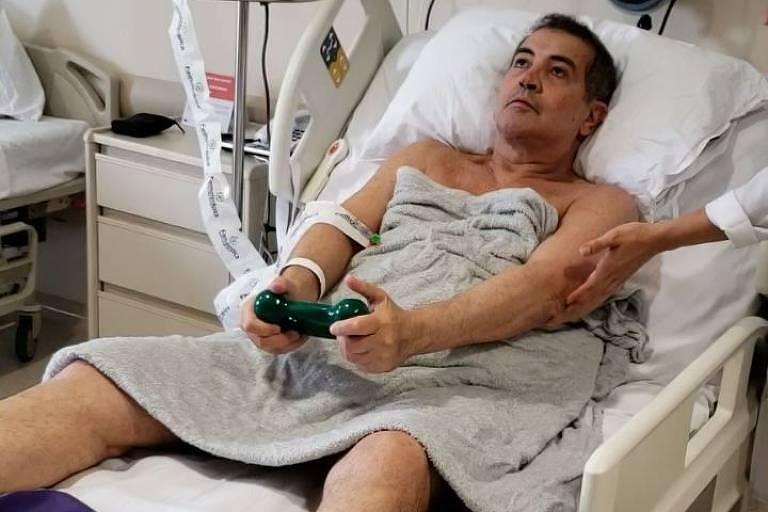 Cantor Beto Barbosa se recupera de cirurgia