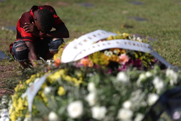 Jogadores do Flamengo são enterrados