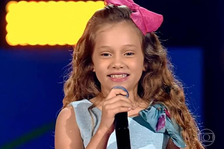 Sofia Cruz, de 9 anos, abriu o programa com uma versão de 'Tutti Frutti', música de Little Richard