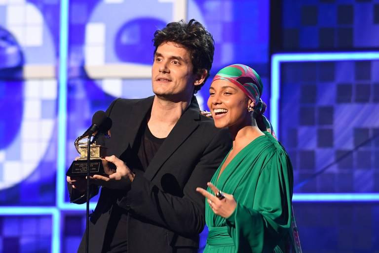 John Mayer e Alicia Keys apresentam prêmio de Música do Ano no Grammy 2019, em Los Angeles