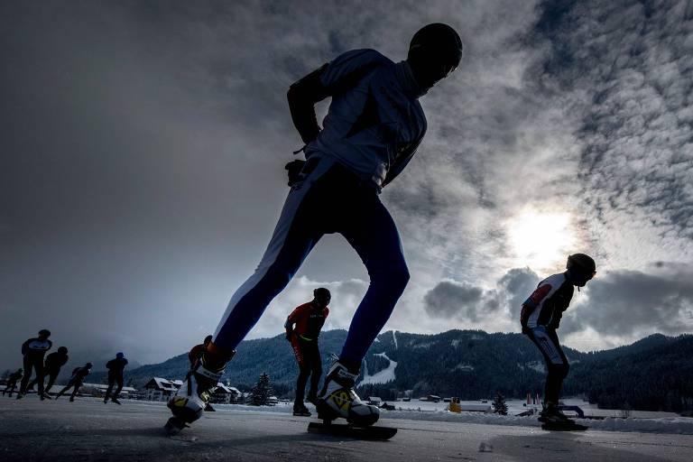 A corrida de Elfstedentocht, disputada hoje na Áustria, surgiu na Holanda, mas teve que se mudar para a cidade de na cidade de Weissensee por conta do aquecimento global.