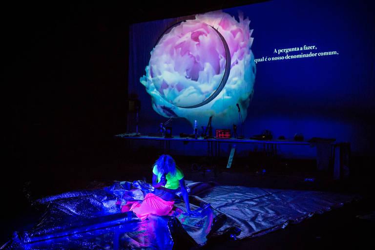 """6ª MITsp - Mostra Internacional de Teatro de São Paulo. """"MDLSX"""", performance da italiana Silvia Calderoni"""