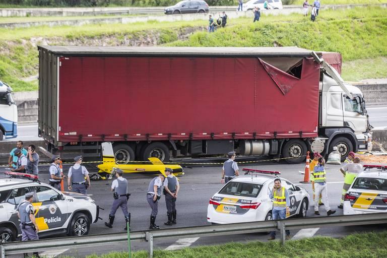 Ricardo Boechat estava em helicóptero que caiu no Rodoanel, atingindo um caminhão