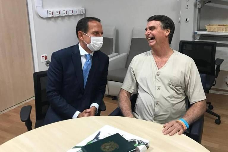 O governador João Doria (PSDB) visita o presidente Jair Bolsonaro (PSL) no hospital Albert Einstein nesta segunda-feira, dia 11