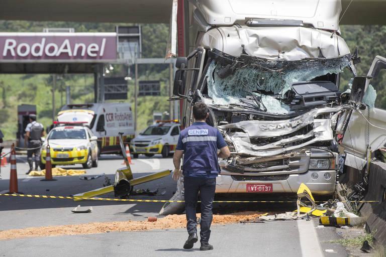 Helicóptero com o jornalista Ricardo Boechat se choca com caminhão no Rodoanel, em São Paulo; morreram o piloto e o jornalista