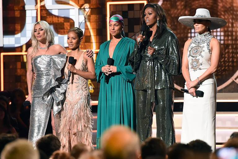 Lady Gaga, Jada Pinkett Smith, Alicia Keys, Michelle Obama e Jennifer Lopez na abertura da cerimônia