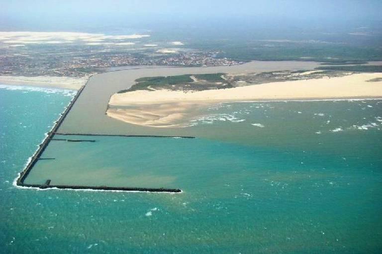 Vista aérea do Porto de Luís Correia, obra que se arrasta há quase 40 anos no Piauí e que o atual governo tenta viabilizar