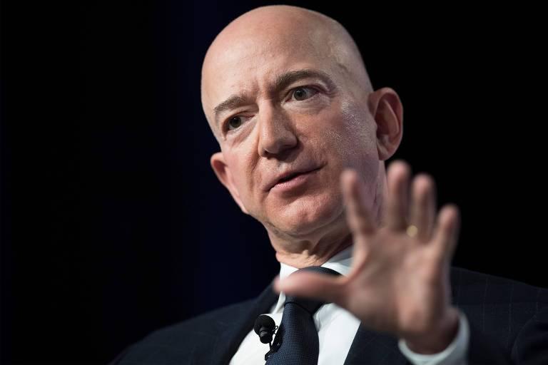 Retrato de Jeff Bezos durante apresentação do primeiro smartphone da empresa, em Seattle (EUA)