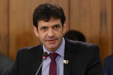 Ministro envolvido em caso de laranjas se reúne com Bolsonaro e cancela com Mourão