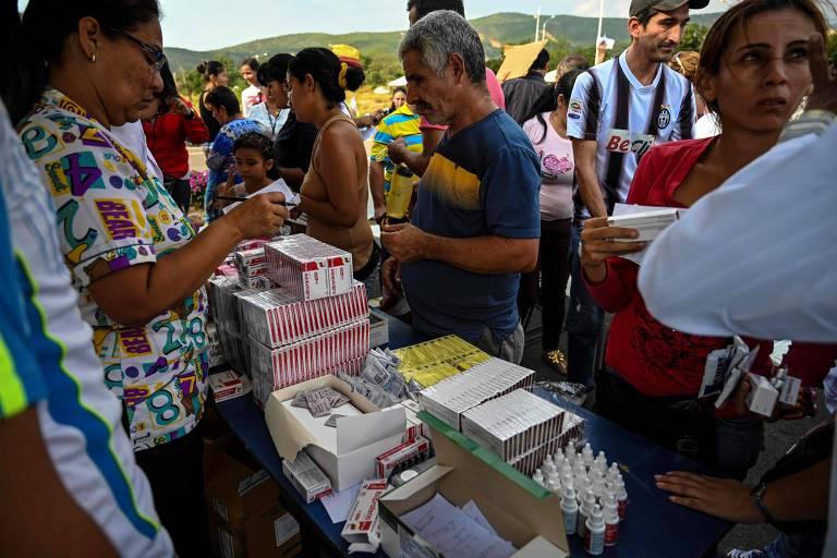 Distribuição de remédios promovida pelo regime de Maduro na cidade de Ureña, fronteira da Venezuela com a Colômbia