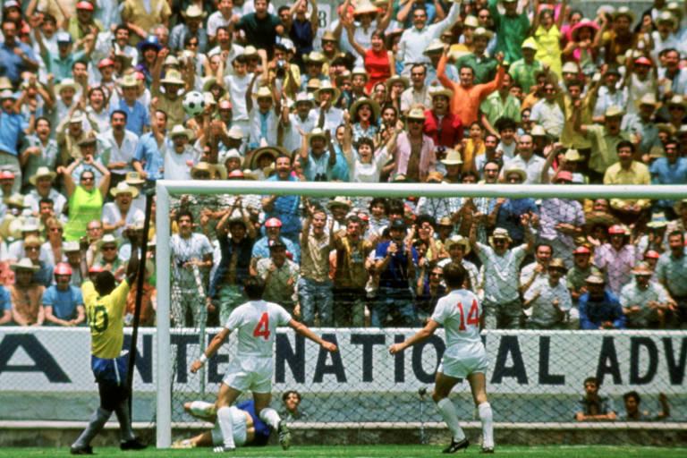 Gordon Banks faz defesa histórica em cabeçada de Pelé