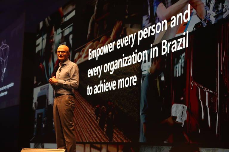 Satya Nadella, CEO da Microsoft, durante a abertura do evento AI+Tour, em São Paulo