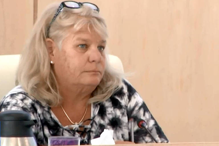 Nancy Oakley, vereadora de Madeira Beach, na Flórida, em sessão da Câmara Municipal em janeiro deste ano