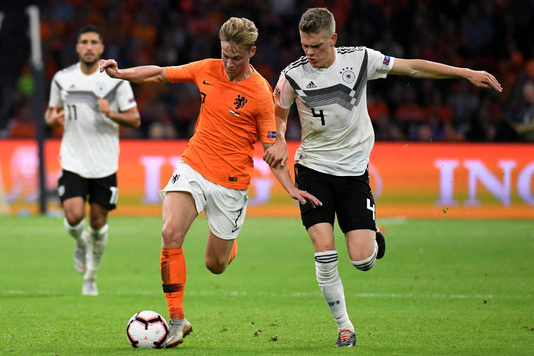 Frenkie De Jong em ação com a seleção da Holanda