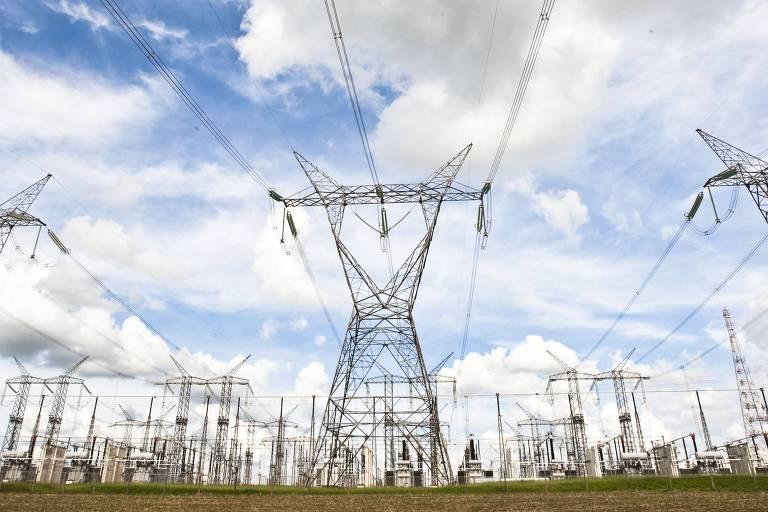 Torres de transmissão de energia em Itaberá (SP)