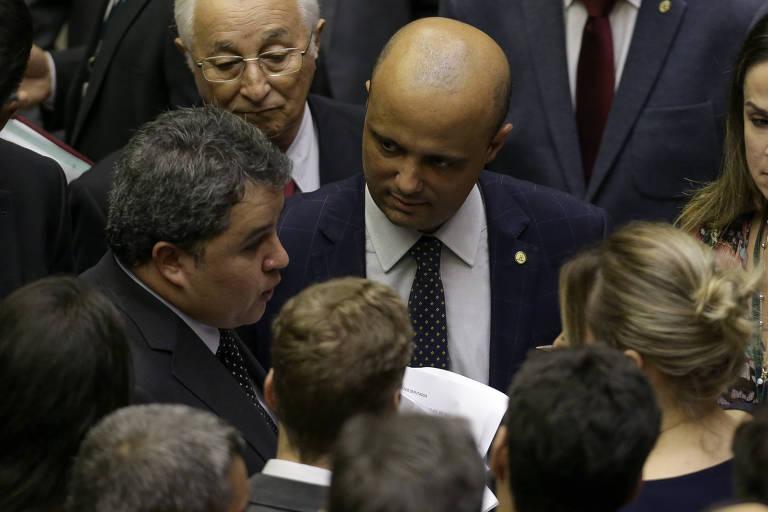 Plenário da Câmara durante votação de projeto de lei que tipifica o crime de terrorismo. O relator da matéria é Efraim Filho (DEM-PB), que aparece na foto ao lado do líder do governo na Câmara, Major Vitor Hugo (PSL-GO)