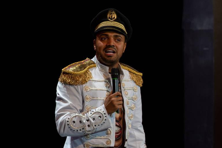 Apresentação do comediante Tirullipa, durante o cruzeiro do cantor Wesley Safadão