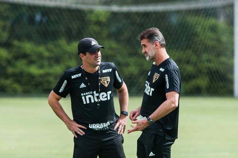 Jardine conversa com o coordenador técnico Vagner Mancini