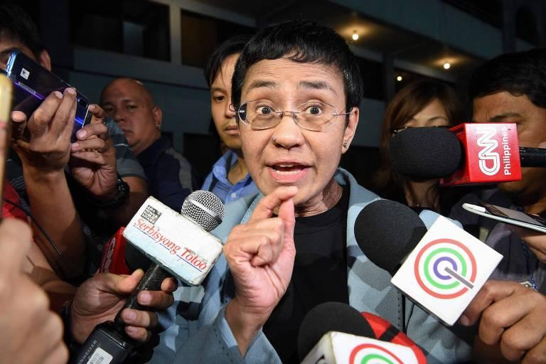 Jornalista filipina premiada é presa acusada de difamação por reportagem