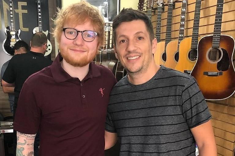 Ed Sheeran compra guitarra em SP