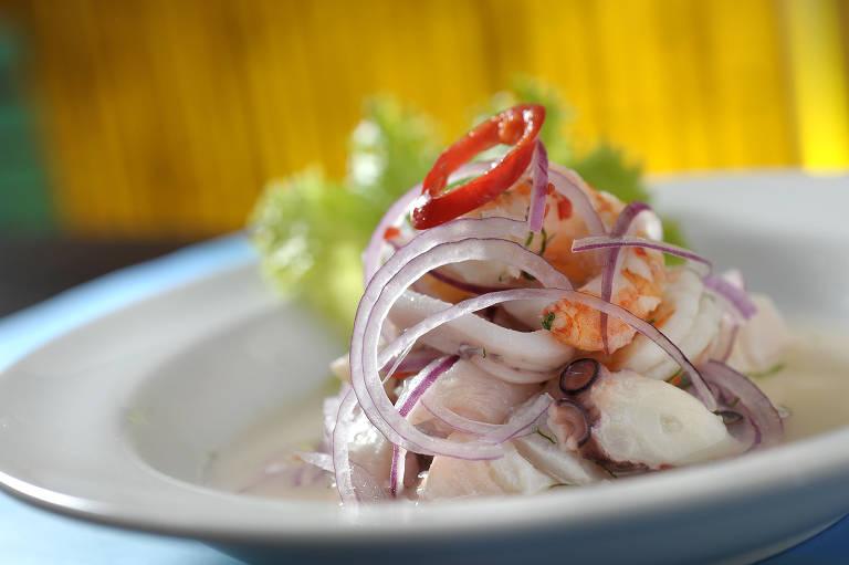 Prato servido no restaurante Cebicheria Peruana