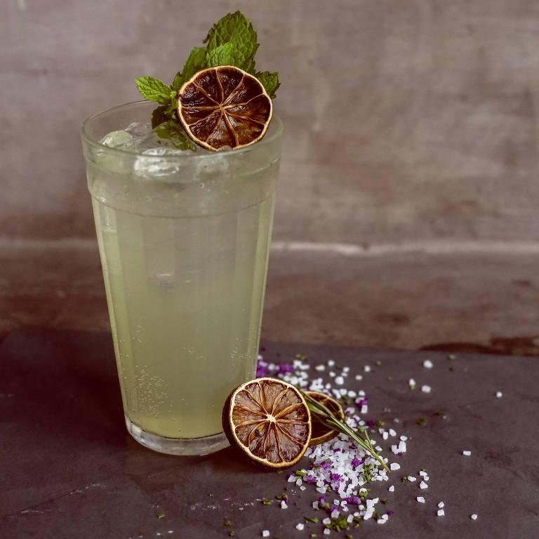 Drinque Gin Gin Mule (R$ 36) servido na Ginteria