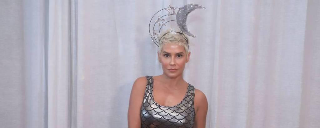 Deborah Secco é coroada rainha do Camarote Allegrai, do Rio de Janeiro