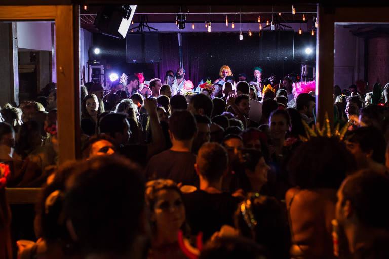 Blocos organizam festas antecipadas de Carnaval