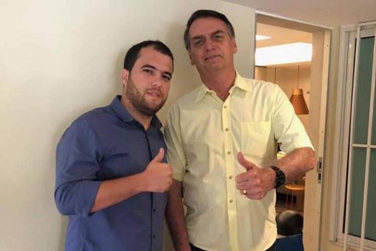 Luis Alfredo Vidal Nunes da Silva, dono da Vidal Assessoria e Gráfica LTDA, filiado ao PSL e presidente da sigla em Amaraji (PE), em foto com Bolsonaro em novembro de 2018