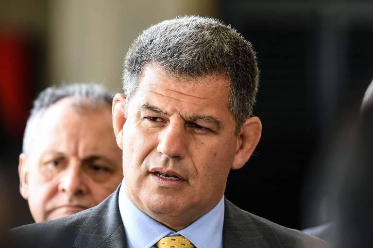 O ministro Gustavo Bebianno (Secretaria-Geral) fala à imprensa durante o período de transição para o governo Bolsonaro
