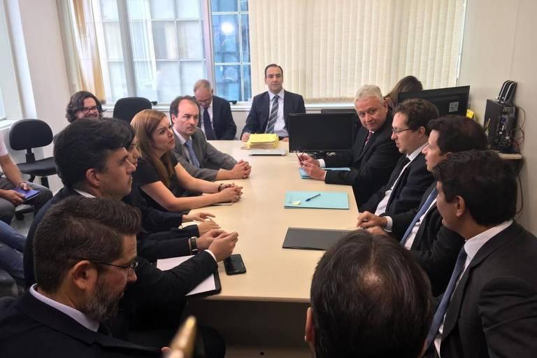 Mesa de negociação com representantes da Vale, do Ministério Público Federal e Estadual, da Defensoria Pública de Minas e da Advocacia Geral do Estado