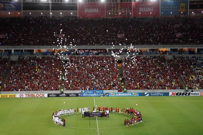 Os dez jogadores mortos no CT do Flamengo foram homenageados com balões, faixas e música antes da partida no Maracanã - Partida entre Flamengo e Fluminense, válida pela semifinal Taça Guanabara 2019, realizada no Maracanã, no Rio de Janeiro.