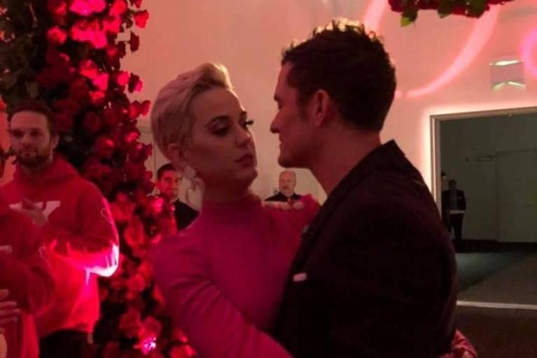 Katy Perry e Orlando Bloom ficam noivos no Dia dos Namorados