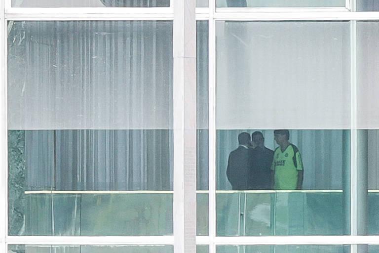 O presidente Jair Bolsonaro no Palácio da Alvorada, após reunião na quinta-feira (14)