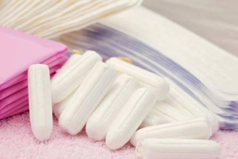 Em média, uma mulher utiliza entre 10 mil e 15 mil absorventes descartáveis da puberdade até a menopausa.