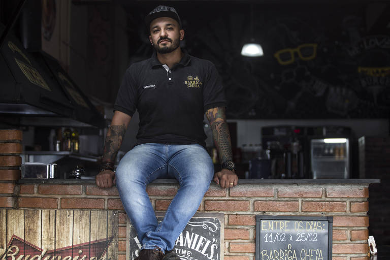 Anderson Silva em sua hamburgueria na zona sul de São Paulo