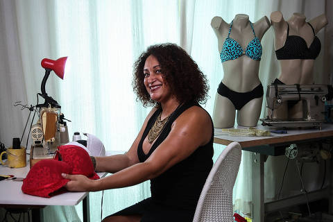SAO PAULO/SP-BRASIL, 13/02/2019 - Ingrid Bento, dona da Boutique do Sutiã, em seu atelier em SAnto Andre. Foto: Zanone Fraissat - Folhapress / MONICA BERGAMO)***EXCLUSIVO***