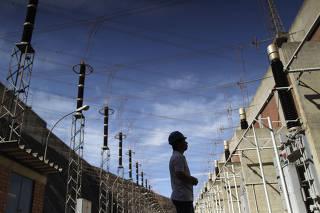Trabalhador do setor energético em Itumbiara, GO