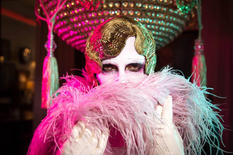 O performer Le Pustra, que evoca o centenário espírito libertino da República de Weimar nas noites de Berlim