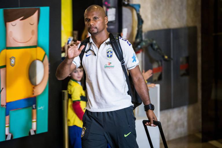 Jefferson chega a hotel da seleção brasileira principal durante a Copa do Mundo de 2014