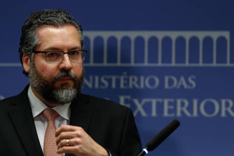 BRASÍLIA, DF, 01.02.2019 - O ministro da Relações Exteriores, Ernesto Araújo, durante coletiva de imprensa para falar de questões relacionadas a crise na Venezuela, em Brasília (DF). (Foto: Walterson Rosa/Folhapress)