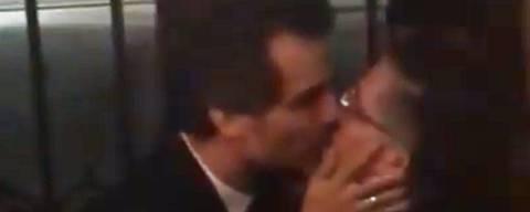 Wagner Moura e Jean Wyllys se beijam no Festival de Berlim